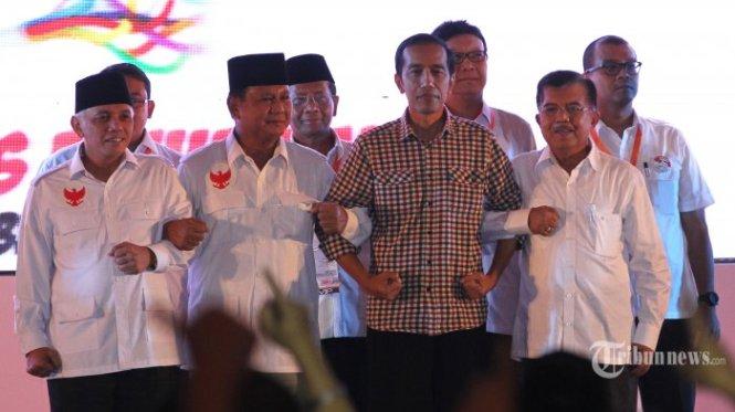 Jokowi terlihat kaku saat berfoto