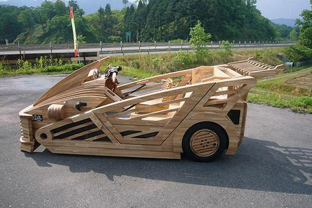 Supercar berbahan kayu 1