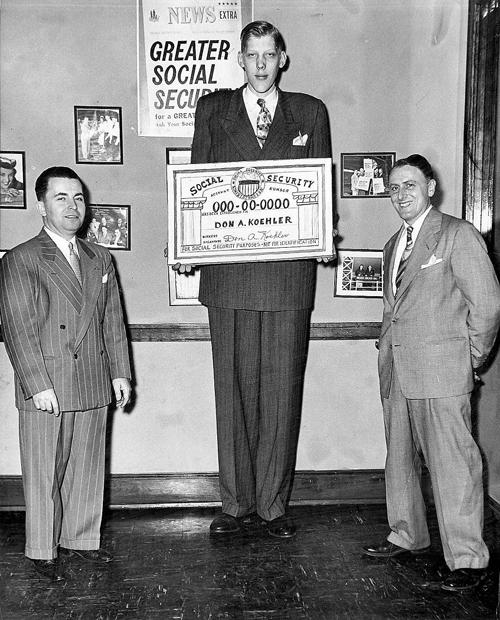 Manusia tertinggi didunia Don Koehler
