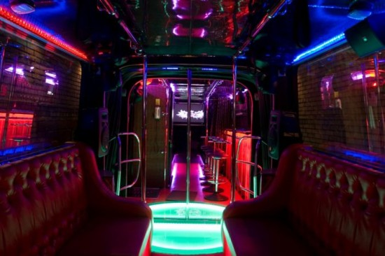 Club malam di dalam bus 2