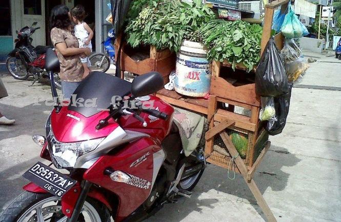 Honda CBR 250 penjual sayur