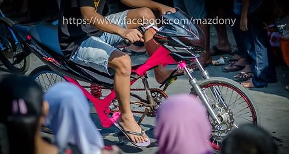 Modifikasi sepeda motor menjadi sepeda ontel