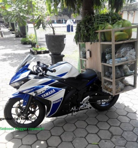 Motor Yamaha R25 Penjual Sayur