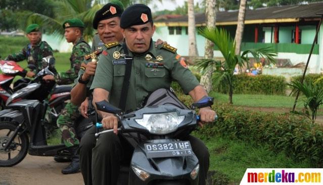 Jendral Moeldoko Blusukan Pakai motor tanpa helm