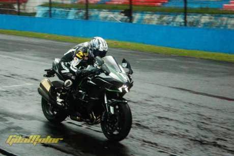 Kawasaki H2 digeber disentul